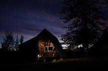 Anjas cute little cabin by night